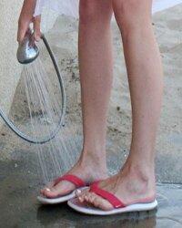 Контрастные обливания ног и стоп