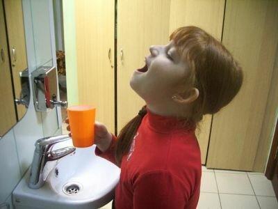 Чем лечить ребенку красное горло?