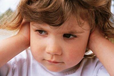 Пробка в ухе у ребенка